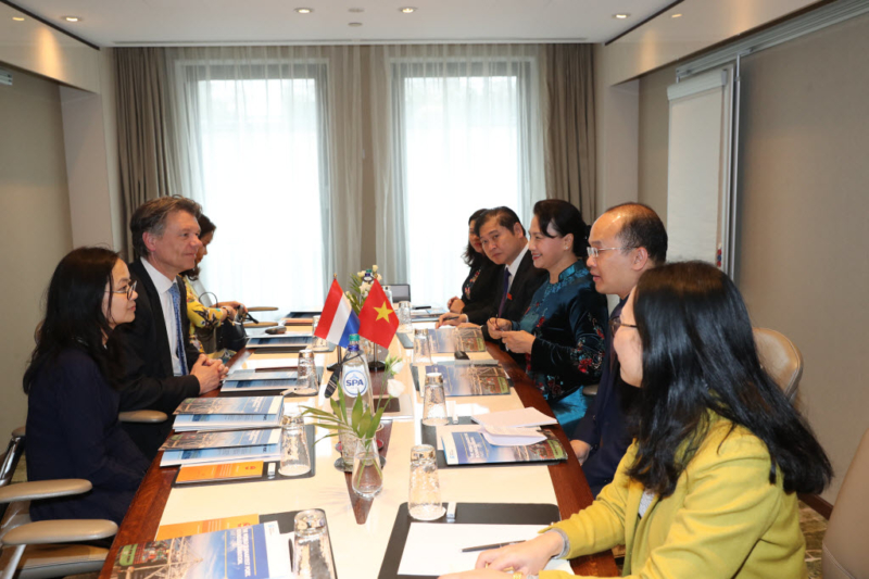 AB Consult joins meeting with chairwoman of the Vietnam National Assembly